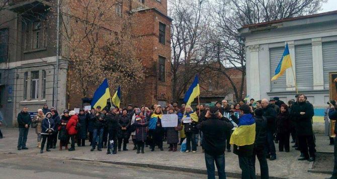 Каждый день на здании консульстваРФ в Харькове будут вывешивать списки политзаключенных. —Активисты