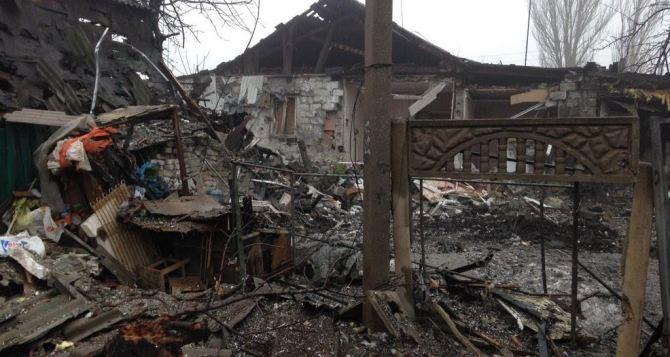Как минимум 16 домов повреждены при ночном обстреле Макеевки