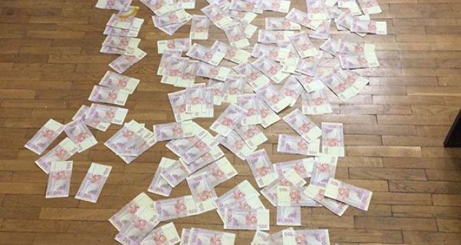 В Лисичанске задержали нотариуса, который делал документы для жителей ЛНР