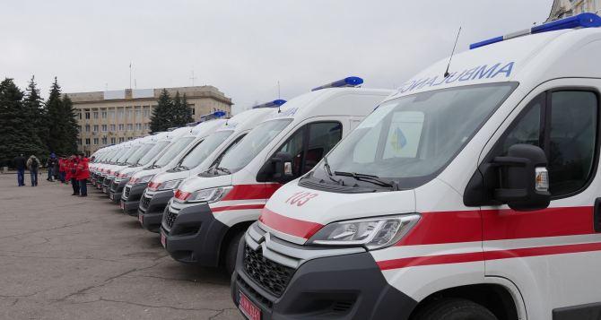 Порошенко передал Донецкой области 60 автомобилей скорой помощи (фото)