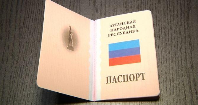 В самопровозглашенной ЛНР заверяют, что бланков паспортов хватит всем