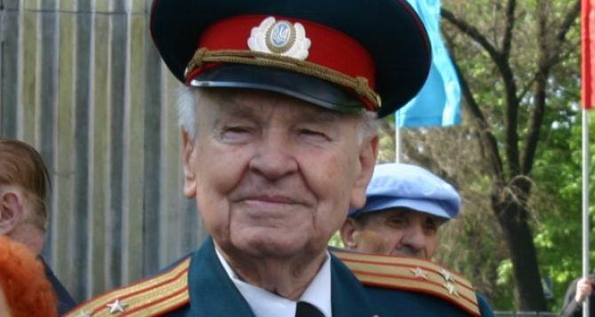 В Луганске установили памятный знак в честь 100-летия Ивана Малько (видео)