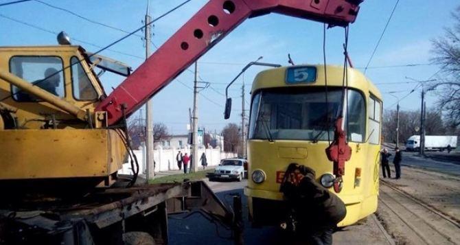 В Харькове сошел с рельсов трамвай с пассажирами
