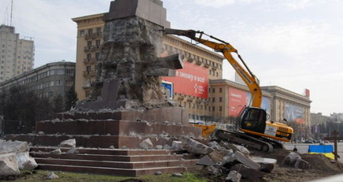 В Харькове демонтируют постамент памятника Ленину (ФОТО)