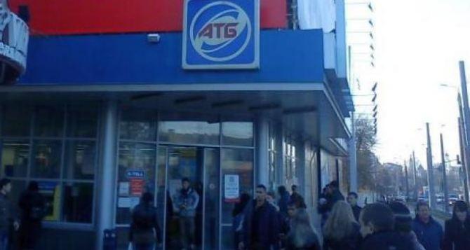 В Харькове эвакуируют сотрудников и посетителей супермаркета