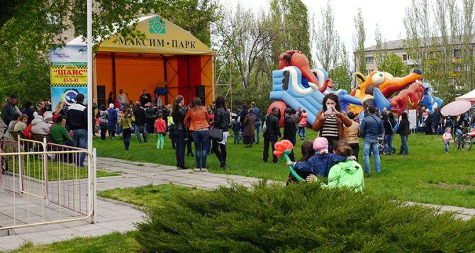 В Лисичанске открылся парк аттракционов (фото)