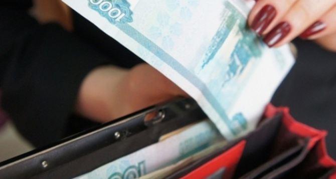 В самопровозглашенной ДНР всем бюджетникам  повысили зарплаты  на 5%