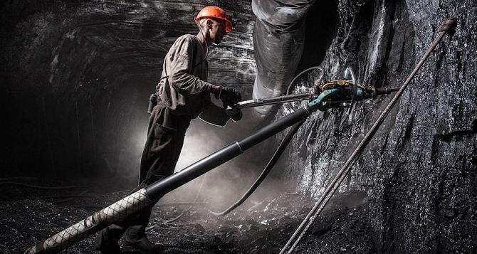 Взрыв на шахте в Перевальском районе: 2 горняка погибли, судьба 8 неизвестна
