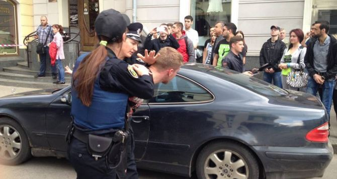 В центре Харькова 9мая устроили стрельбу. Пострадал полицейский (фото, видео)