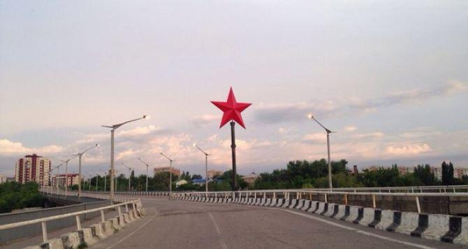 В Луганске установили 8-метровую Звезду Победы (фото)