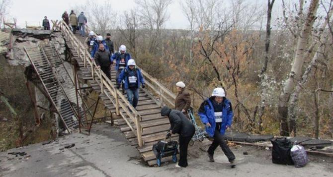 На пункте пропуска в Станице Луганской люди теряют сознание. —СММ
