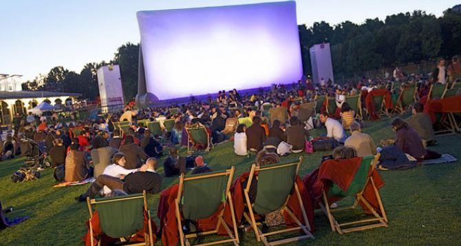 В Алчевске заработает кинотеатр под открытым небом