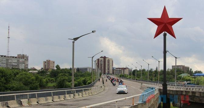 В Луганске официально открыли 8-метровую Звезду Победы (фото)