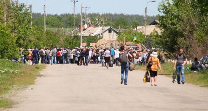 Пункт пропуска в Станице Луганской за сутки пересекли 3435 человек