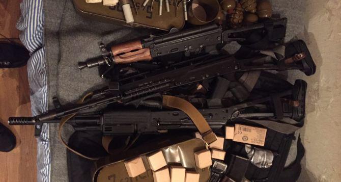 У полицейских из Донецкой области изъяли незаконный арсенал оружия (фото)
