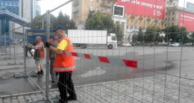 В Харькове на площади Свободы монтируют фан-зону «Евро-2016»