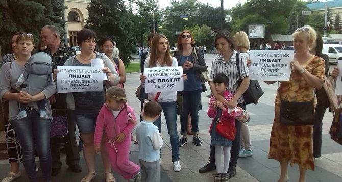 В Харькове, Дружковке и Бахмуте прошли пикеты за выплаты переселенцам