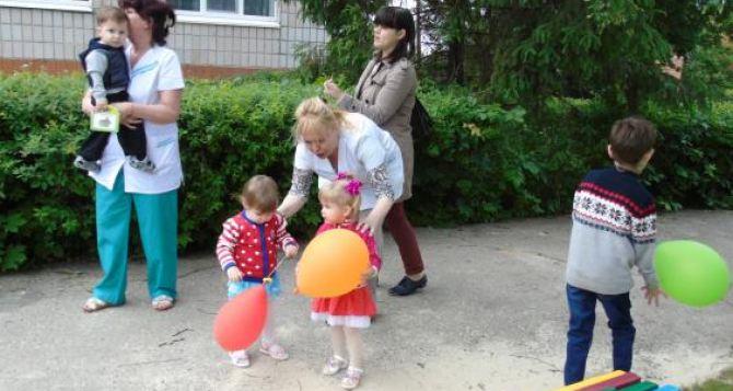 Луганских детей-сирот перевозят из Харькова в Северодонецк