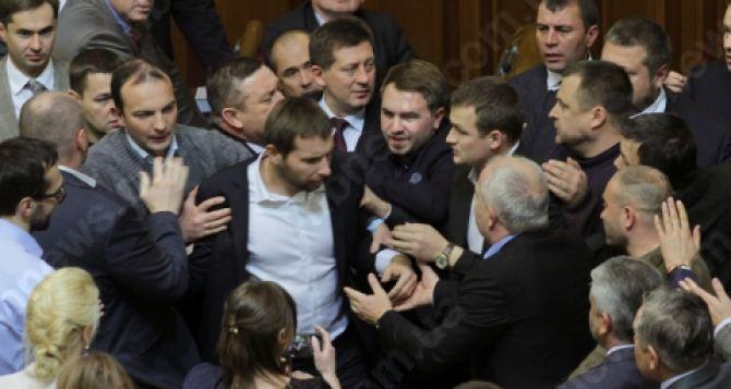 Оппозиционный блок требует распустить Верховную Раду