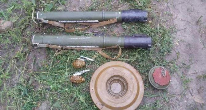 В Счастье нашли заминированный тайник с гранатометами (фото)