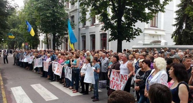 В Харькове работники тракторного завода пикетирую СБУ