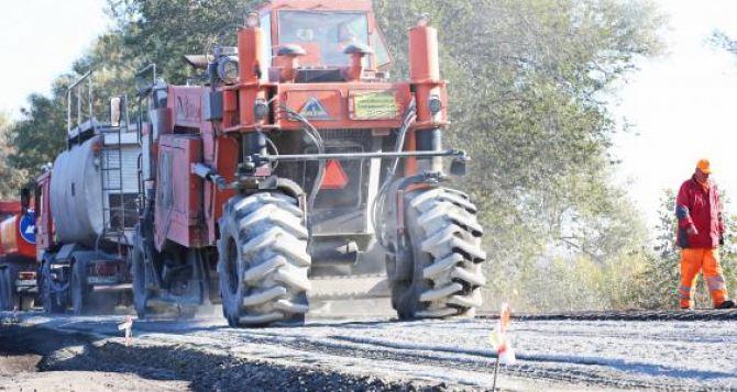 Возобновлен ремонт дороги Чугуев-Меловое