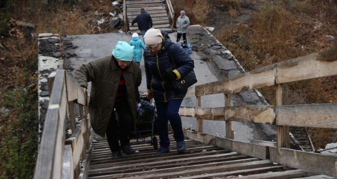 В Станице Луганской планируют реконструировать пешеходный мост