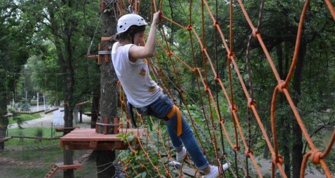 В Луганске открылся веревочный городок «Дитя джунглей» (фото)