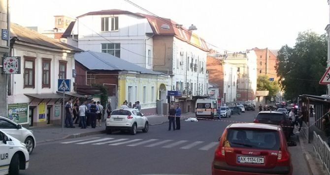 Вцентре Харькова убили мужчину