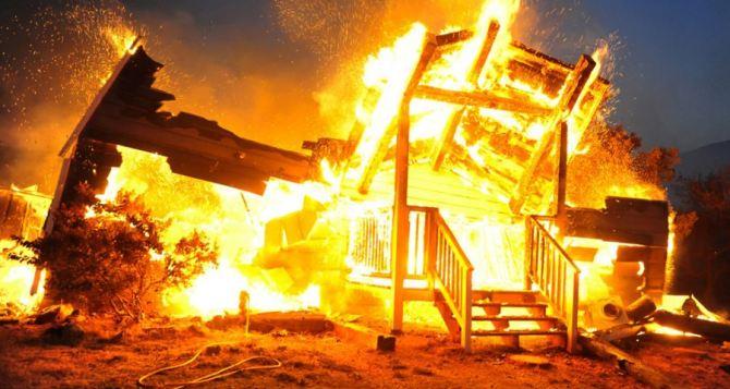 В Зайцево пожарные из-за огня снайперов не могли потушить горящие от обстрелов дома