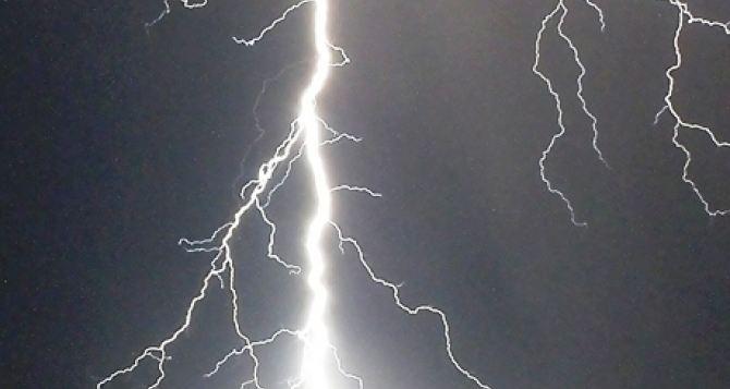 Под Харьковом молодой парень погиб от удара молнии