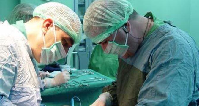 Луганские врачи провели уникальную операцию месячному младенцу