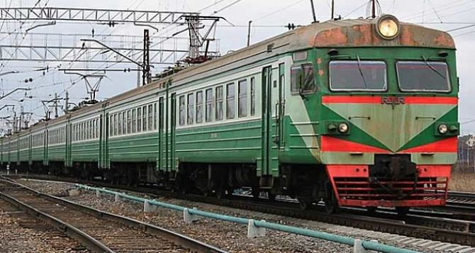 На Донбассе восстановлено движение пригородных поездов