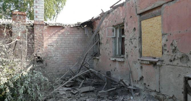 Последствия обстрела Стаханова (подробности, фото)