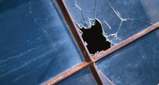 В Станице Луганской в результате обстрела пострадала школа