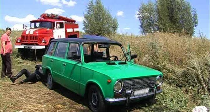В водоеме Антрацитовского района утонули два автомобиля (фото, видео)