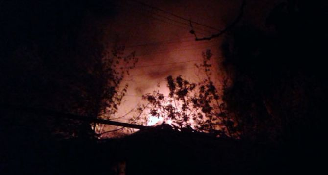 Последствия ночного обстрела Марьинки: есть разрушения (фото, видео)
