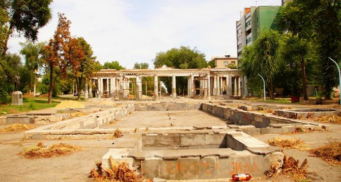 В Луганске возрождают парк Горького (фоторепортаж)