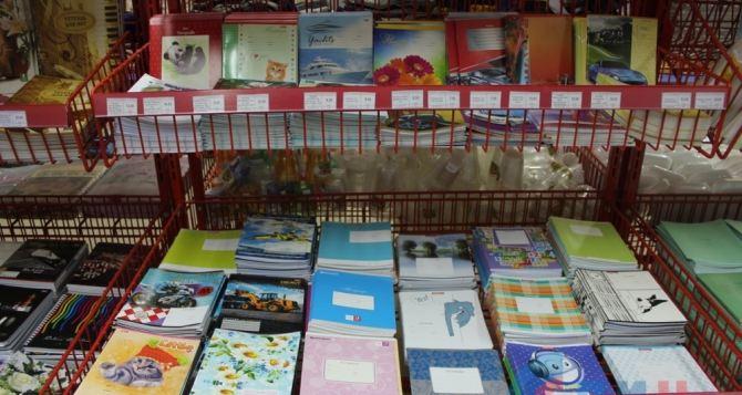 В супермаркетах «Народный» в Луганске снизили цены на канцтовары (фото)