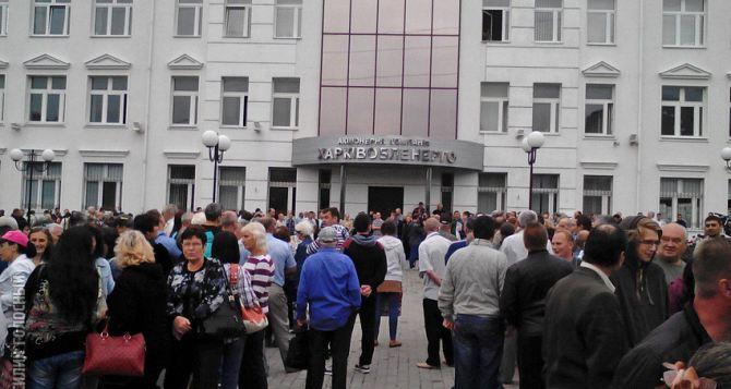 Коммунальщики заблокировали здание «Харьковоблэнерго» (фото)
