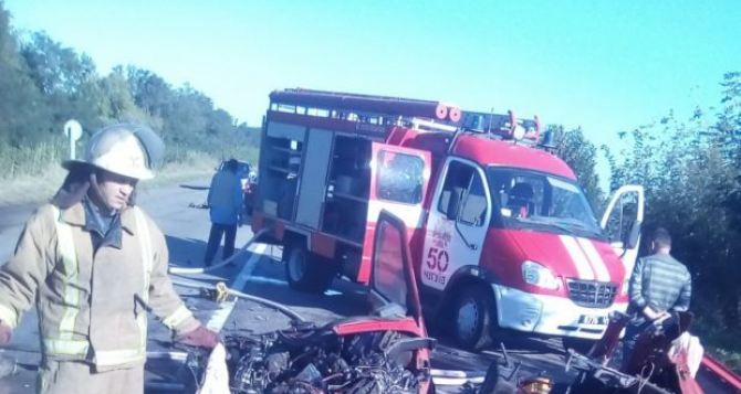 Под Харьковом авто влетело в рейсовый автобус. Есть погибшие