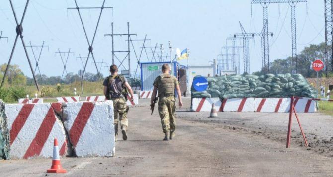 Боевики ведут минометный игранатометный огонь поКП таможенников