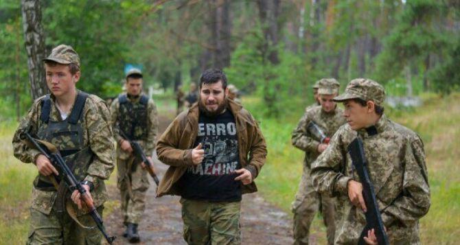 «Азов» предлагает вернуть допризывную подготовку в школы