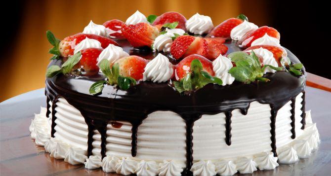 В Луганске на День города испекут для молодоженов 80-килогрммовый торт