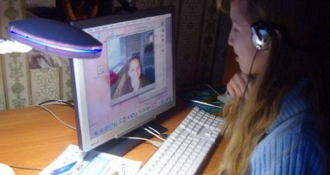 На Донбассе заработала система дистанционного обучения для школьников из зоны АТО