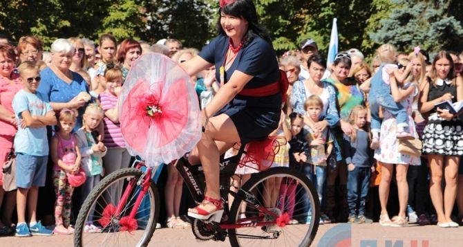 В Луганске прошел конкурс «Леди на велосипеде» (фото)