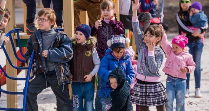 Детсады и школы Харькова приняли в сентябре  более 200 детей-переселенцев
