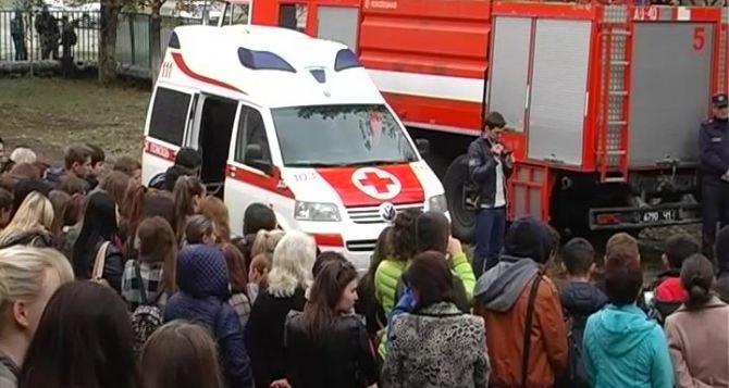 В школах Луганска провели тренировочную эвакуацию (фото)