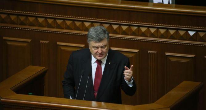 Парубий назначил внеочередное совещание Рады— Порошенко попросил