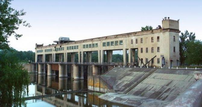 Красный Крест передал «Воде Донбасса» 100 тонн химического вещества для очистки воды